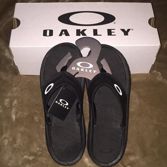 3a163b2d666a Men s Oakley supercoil 4.1 Black Sandals size 12